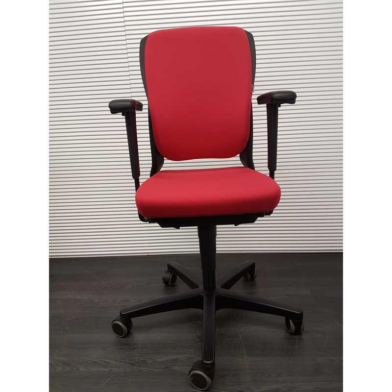 Ahrend 230 Bureaustoel Zwart.Ahrend 230 Bureaustoel Hoge Rug Licht Rode Stof Zwart Kunststof Voetenkruis 4d Soft Pad Armleggers