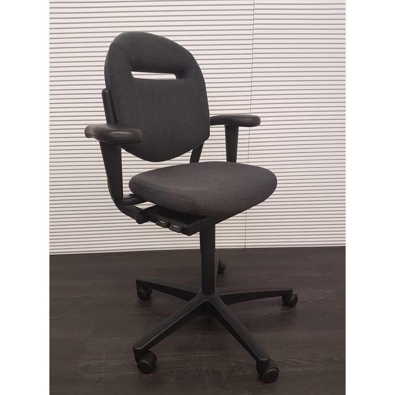 Ahrend 220 Bureaustoel Zwart.Ahrend 220 Bureaustoel Antraciet Stof Zwart Kunststof Voetenkruis 3d Soft Pad Armleggers