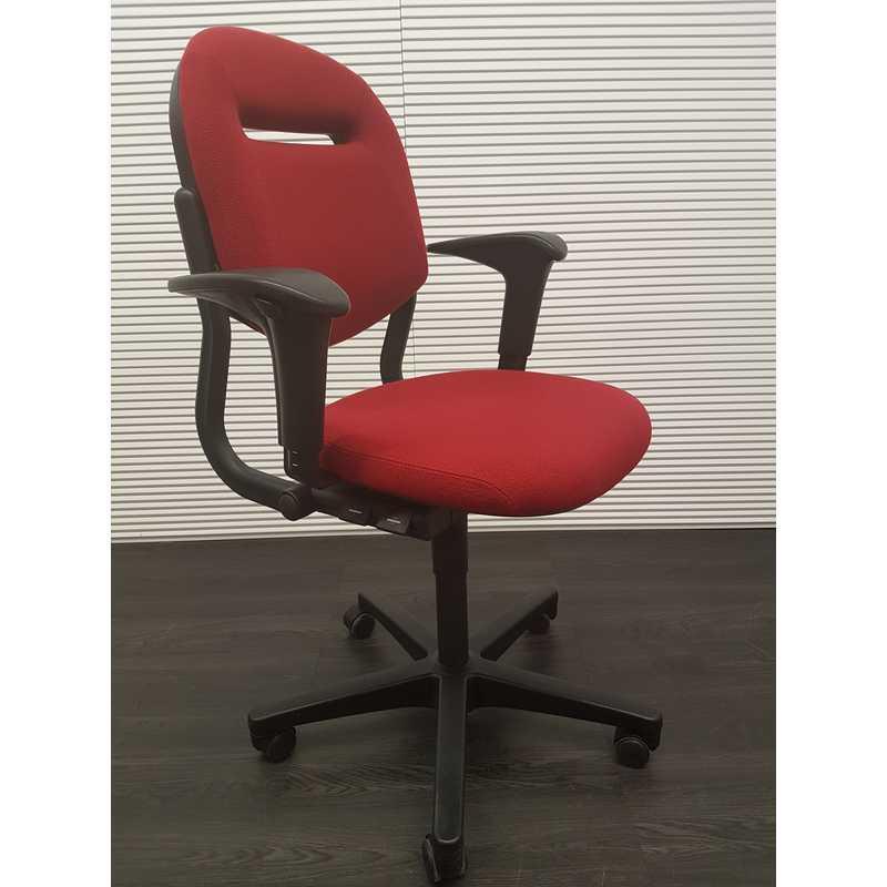 Bureaustoel Stof Zwart.Bureaustoelen Ahrend 220 Bureaustoel Bordeaux Rode Stof Zwart