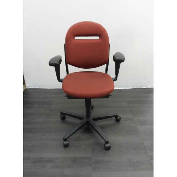 Ahrend 220 Bureaustoel Zwart.Ahrend 220 Bureaustoel Bruin Rode Stof Zwart Kunststof Voetenkruis 3d Soft Pad Armleggers