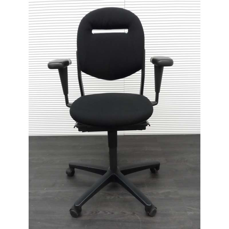 Ahrend 220 Bureaustoel Zwart.Ahrend 220 Bureaustoel Zwarte Stof Zwart Kunststof Voetenkruis 3d Soft Pad Armleggers Nieuw Gestoffeerd